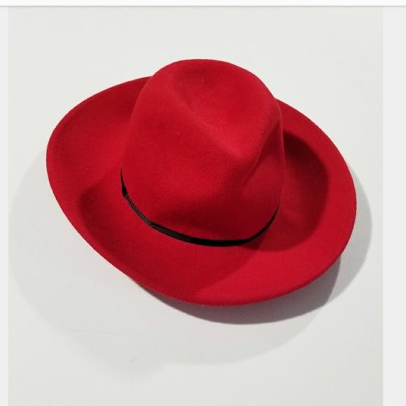 41fa9b7ba8b Vintage Bohemian Bright Red 70s Color Rimmed Hat. M 5b3ebc9f819e90c205f76da1